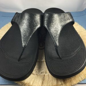 94d6419657d6 FitFlops Black Metallic Thong Sandal Size 9 EUC H3